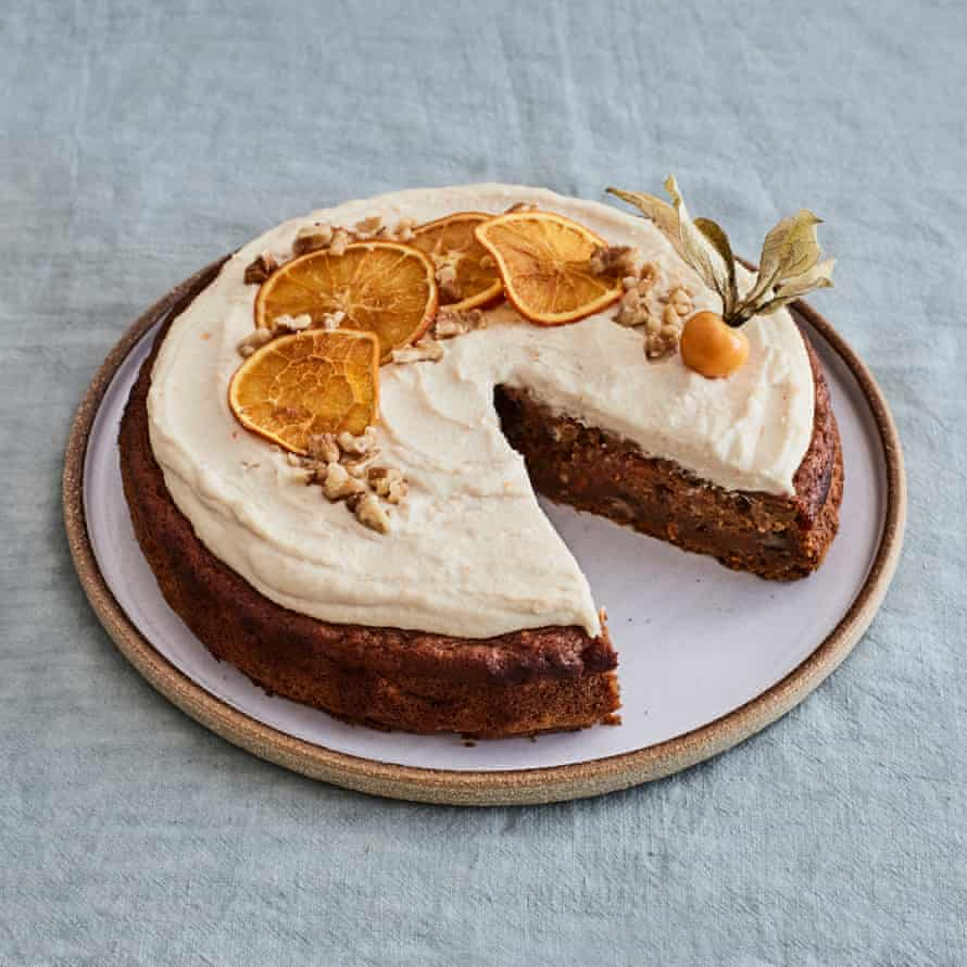 Gaz Oakley's carrot, apple and orange cake