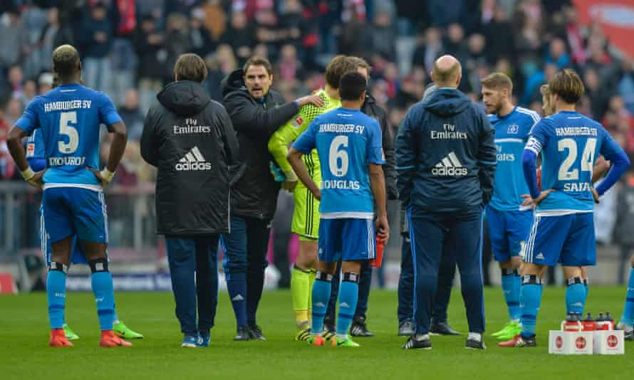Players of Hamburg stand on the pitch after losing 8-0 at Bayern Munich.