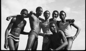 Malick Sidibé, A la plage, 1974.