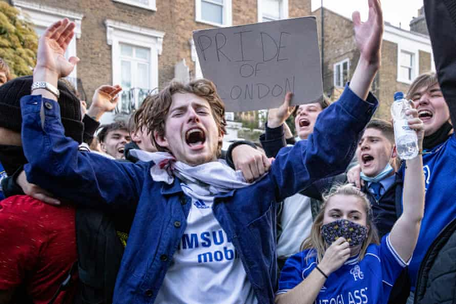 Chelsea fans celebrate outside Stamford Bridge after learning that the club had withdrawn from the Super League.