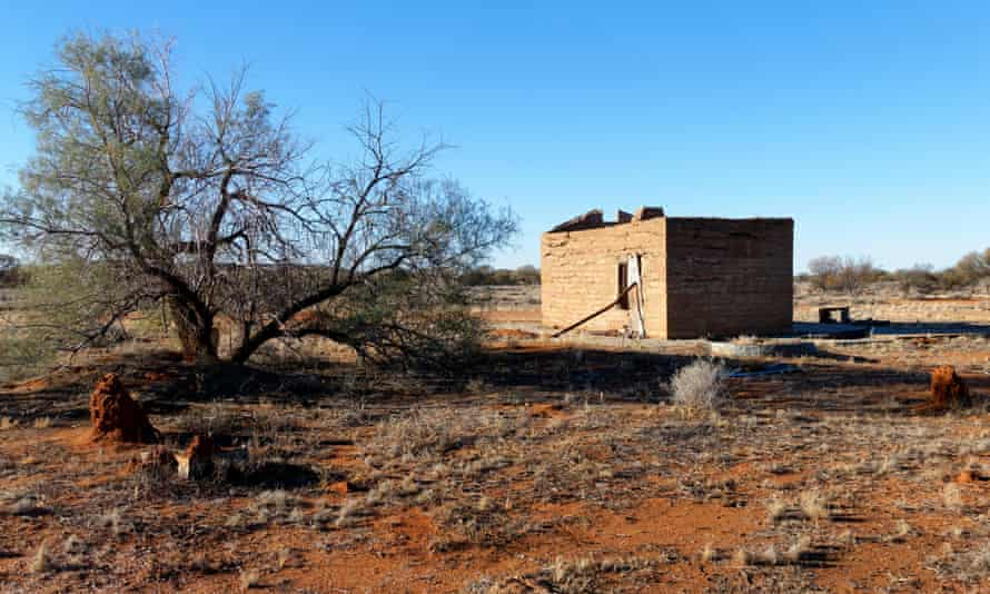 Dusty old town: Lois Murphy's once thriving community in Western Australia is dwindling …