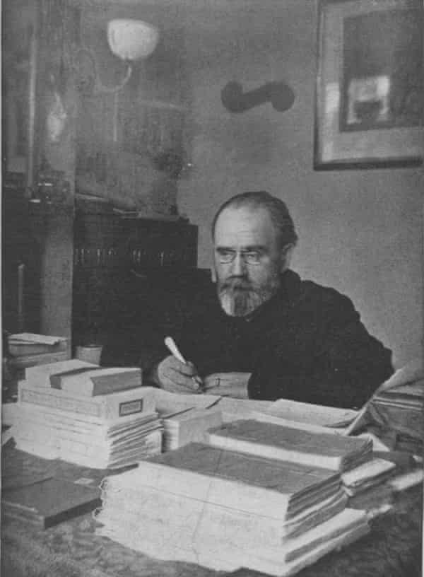 Émile Zola at work on Fécondité, Walton-on-Thames, 1898.