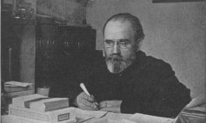 Zola writing Fécondité in 1898.