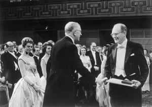 willard libby is given the nobel prize in chemistry in december 1960