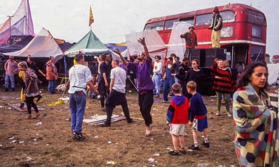 Sebuah adegan dari festival gratis selama seminggu yang terkenal di Castlemorton Common di Worcestershire pada tahun 1992