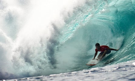Surfing Pipe Masters at Pipeline, Oahu