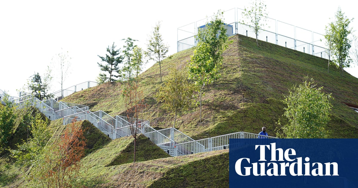 'Teething problems': visitors offered refunds for Marble Arch Mound