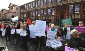 Demonstrators in favour of safe access zones