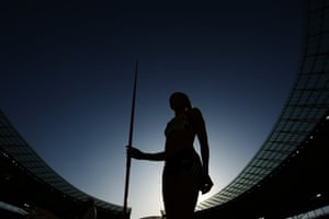 2009 Having lead from the first event of the heptathlon at the World Athletics Championships in Berlin, Ennis took gold