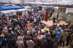 Naeem Hayat plays the leading role of Hamlet to an audience in the Calais Jungle