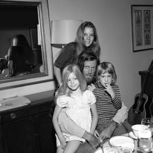 Fonda at home in 1971 with his wife, Susan, and children, Bridget and Justin