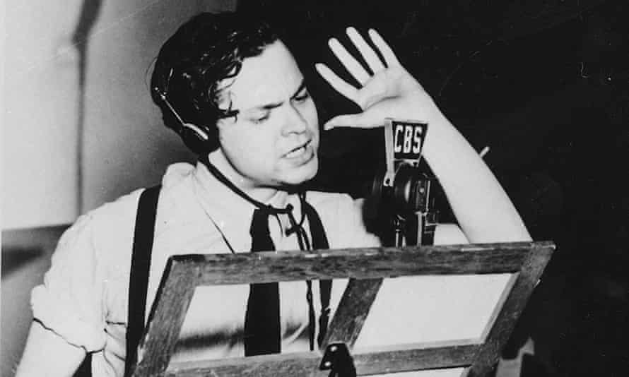Orson Welles narrates the radio version of The War of the Worlds in a New York studio on 30 October 1938.