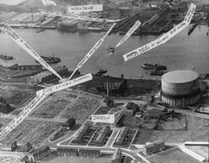 1961. An annotated photograph shows the route of the pedestrian and cycle tunnels, and the route of the proposed new car tunnel. The car tunnel was opened in 1967. A second car tunnel was opened in 2011