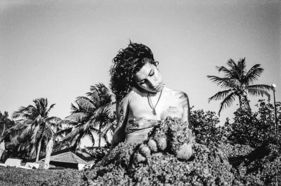Amy Winehouse on Cariblue Beach, St Lucia, 2009
