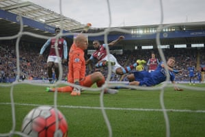 Jamie Vardy scores the second goal against Aston Villa