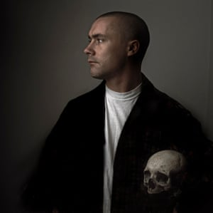 Damien Hirst, one of the Young British Artists group that dominated the British art scene in the 1990s, photographed in 1992 carrying a skull.