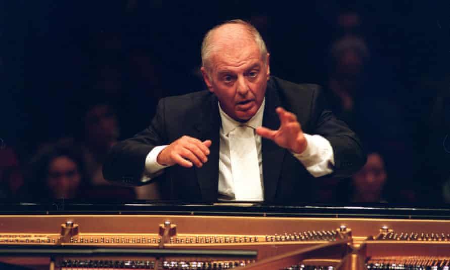 Daniel Barenboim performs Beethoven at the piano in 2000.