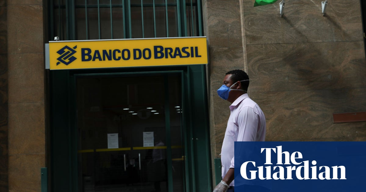 Armed robbers take hostages in deadly bank raids in Brazil city