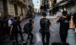 Turkish police break up an LGBT rally in Istanbul