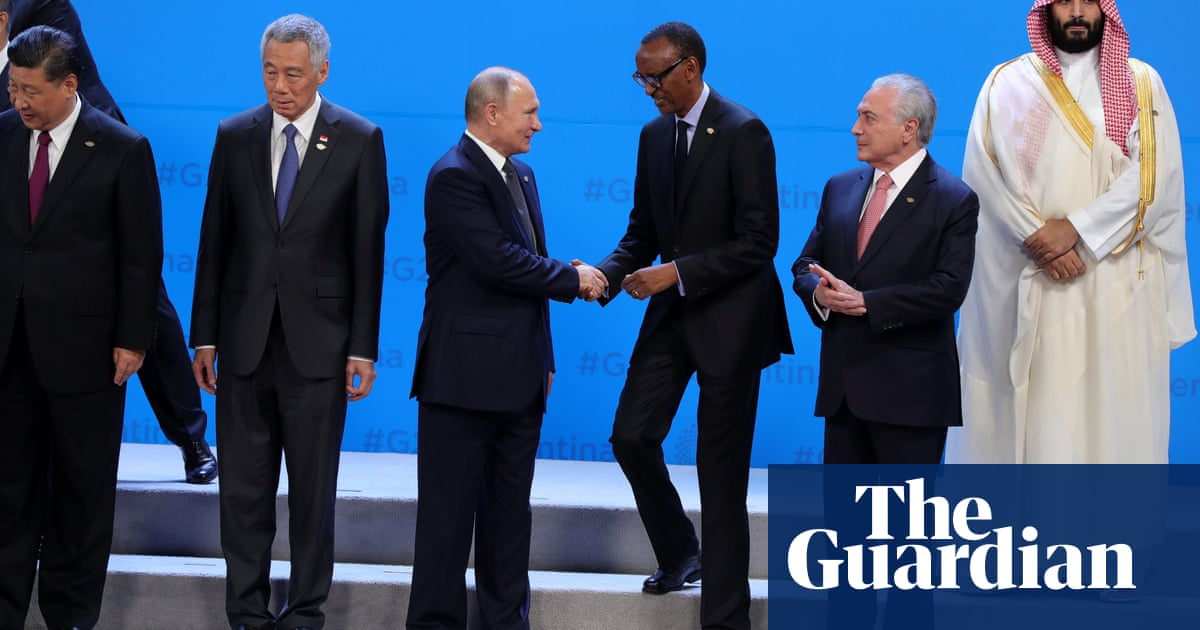 Saudi crown prince sidelined in G20 family photo – video