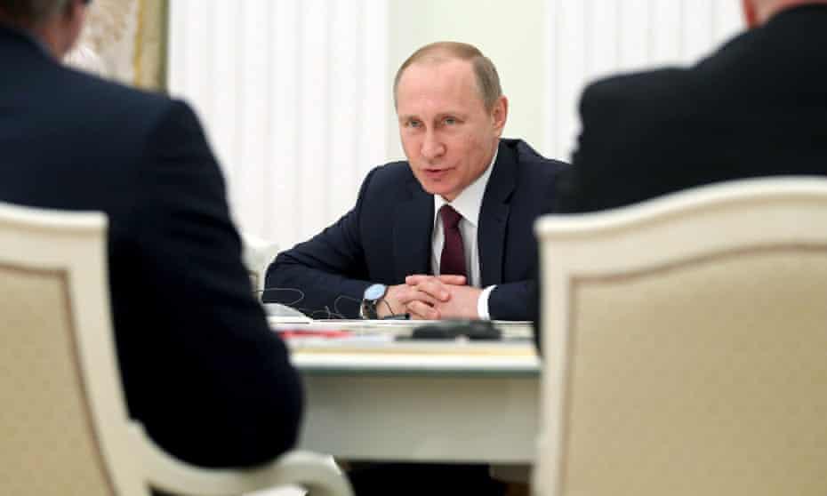 Vladimir Putin meets German businessmen in Moscow.