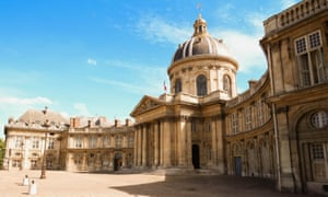 The Académie Française is the body which oversees the rules and usage of the French language.