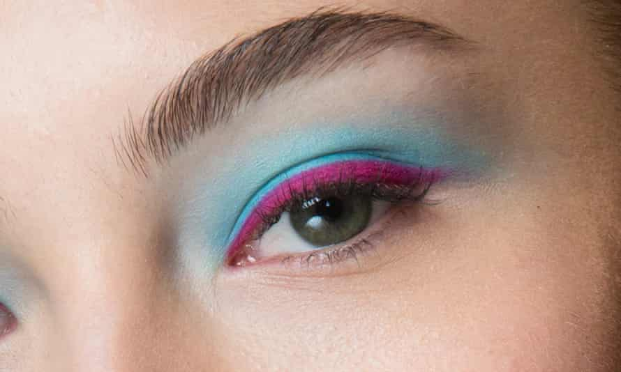Eyes wide open: cause a flutter by opting for a contrasting 'banana eye'.