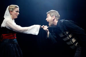 Claire Price and Kenneth Branagh in Richard III at the Sheffield Crucible, 2002