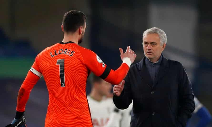 José Mourinho shakes hands with Hugo Lloris after the goalless draw