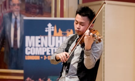 Ziyu He, the only male competitor amongst 22 senior finalists, took the Senior Prize.