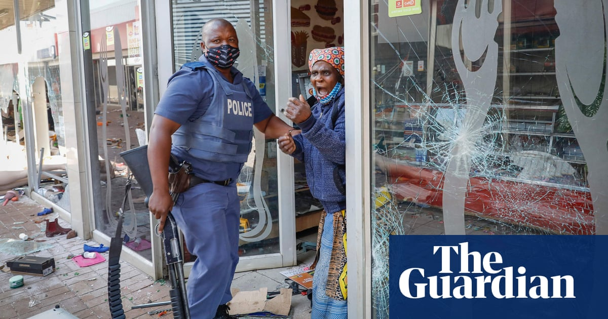 Troops deployed in South Africa amid violence 'rarely seen in the history of our democracy'