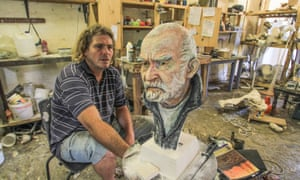 Frans Boekkooi, Nieu Bethesda sculptor and his bust of local resident, the playwright Athol Fugard