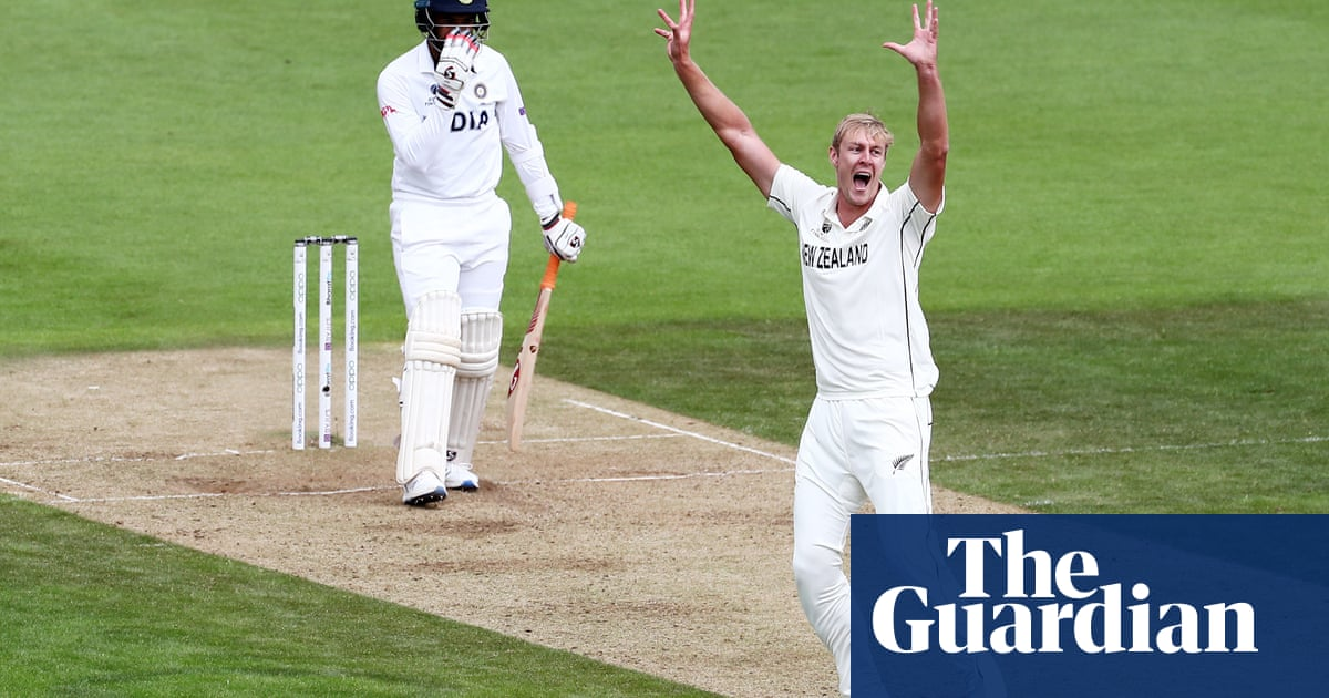 Kyle Jamieson stands tall as New Zealand and India go toe to toe - the guardian