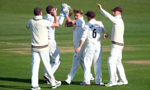 Sam Curran picked up a hamstring injury and was missed as Surrey failed to bowl Kent out.