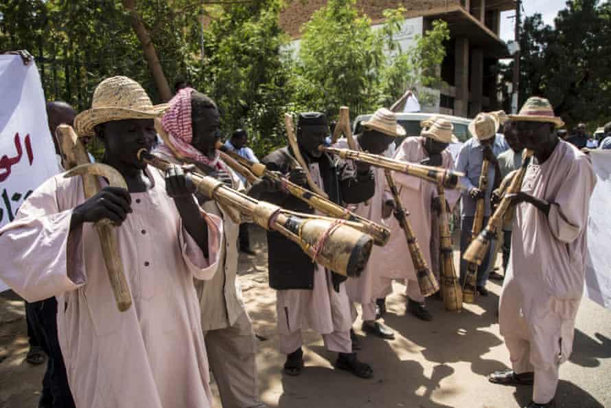 Hartum, Sudan'daki Büyük Etiyopya Rönesans barajına karşı protestocular