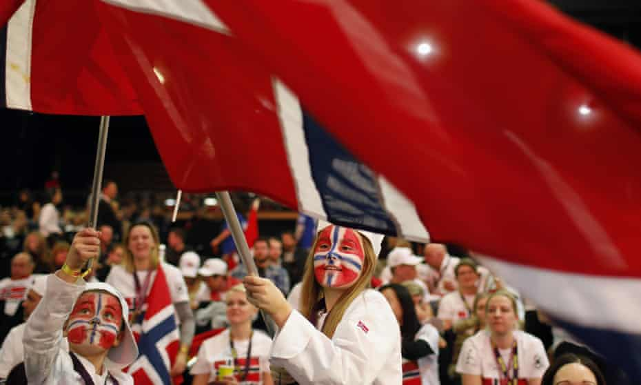 """Norwegians wave their flags to support their Chef Christopher William Davidsen during the """"Bocuse d'Or"""" (Golden Bocuse) trophy in Lyon"""