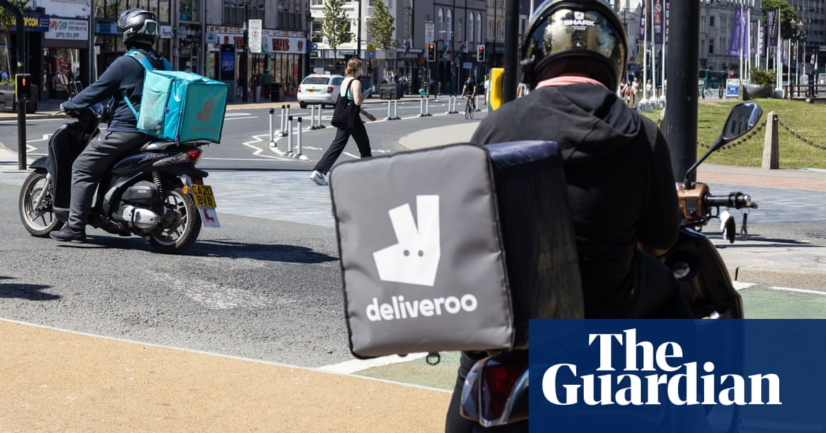 Deliveroo riders suffer setback in court battle for right to unionise