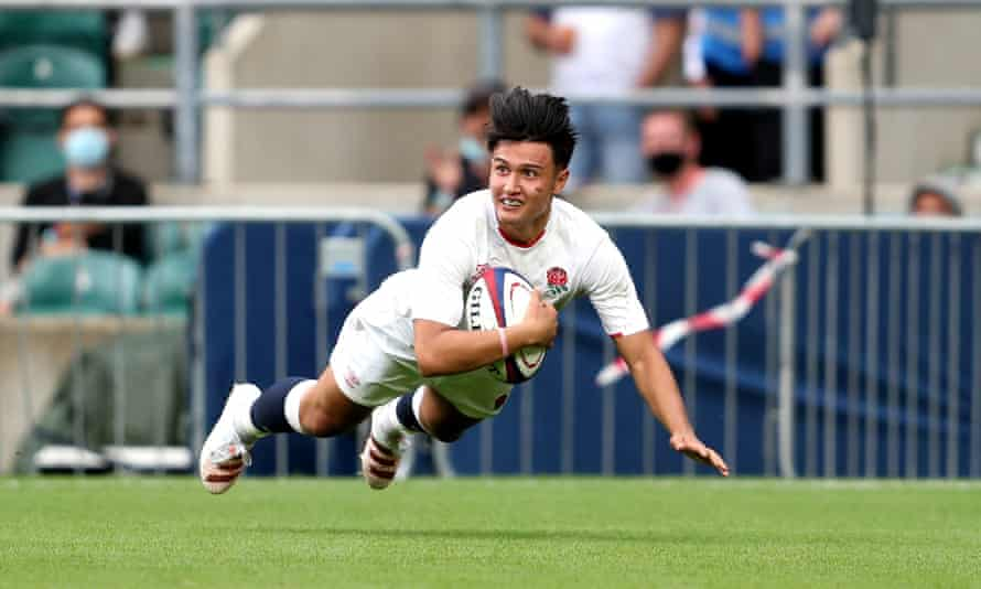 Marcus Smith dives in to score England's sixth try