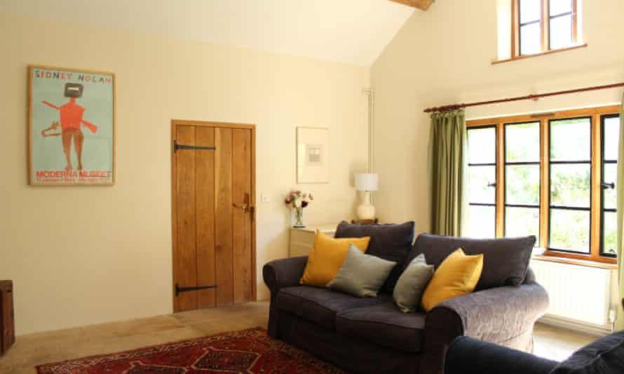 Sala de estar en Orchard Cottage, Rodd Estate, Sidney Nolan Trust, Reino Unido.