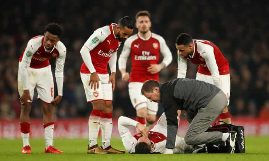 Olivier Giroud receives treatment for his hamstring injury. The French forward is facing around three weeks out.
