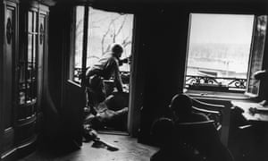American soldiers in the Leipzig apartment building now known as the Capa House.