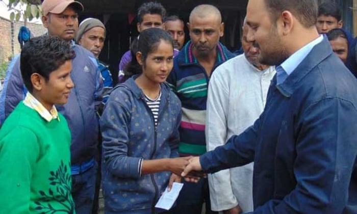 Jyoti Kumari dan Neha menerima ucapan selamat