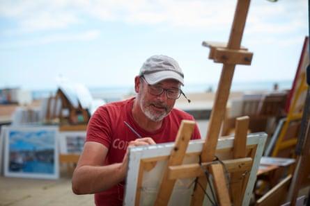 Ant Fox, an artist on Brighton beach