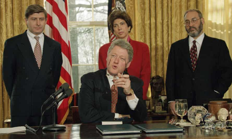 Bill Clinton in the Oval Office with Council of Economic Advisers members Martin Baily, Chairwoman Laura Tyson and Stiglitz.