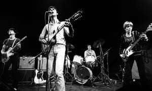 Talking Heads perform on stage at The Roundhouse, Chalk Farm, London, in 1977. L-R Jerry Harrison, David Byrne, Chris Franz, Tina Weymouth. David Byrne is playing a Gibson ES-335 12 string electric guitar.