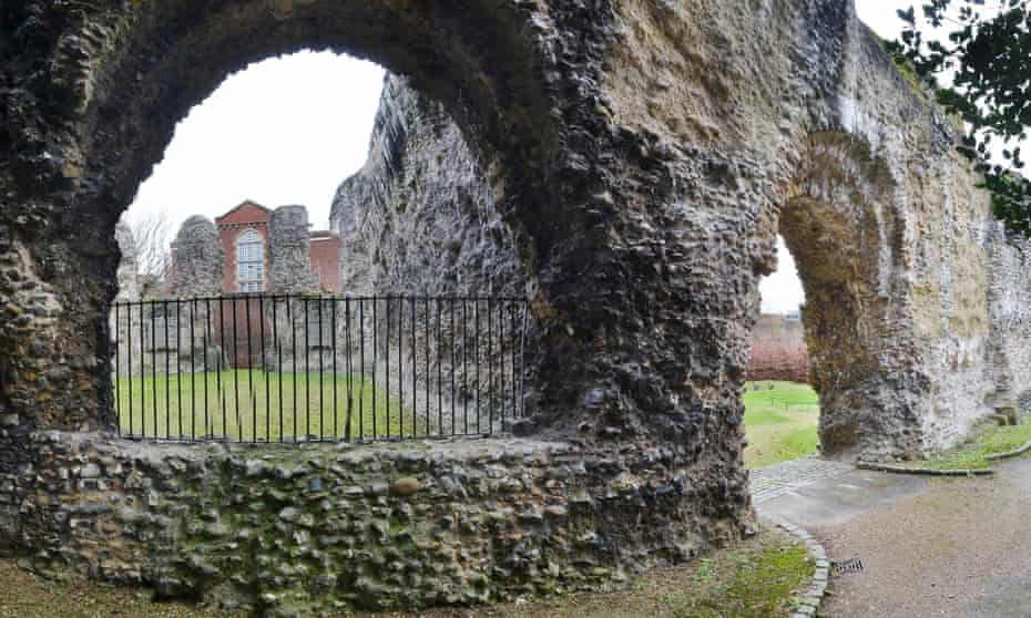 Part of the Abbey ruins, with Reading Gaol in the background.