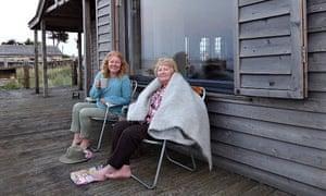 Carol Donaldson und ihre Mutter auf der Veranda