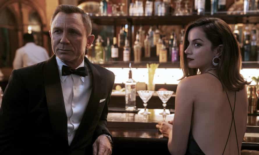 Daniel Craig and Ana de Armas