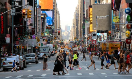 New York considers fining pedestrians for texting while crossing