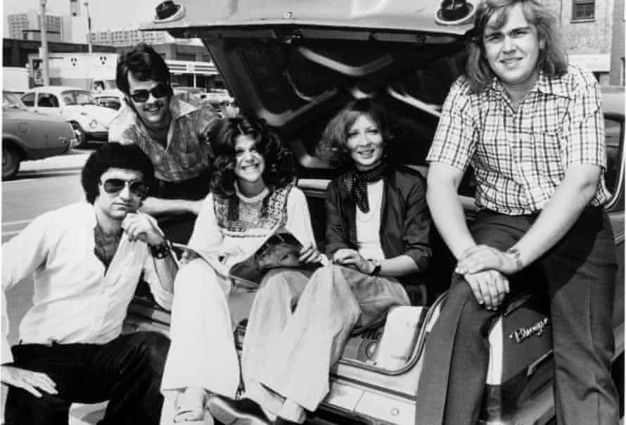 Second City comics in 1975 … Eugene Levy, Dan Aykroyd, Gilda Radner, Rosemary Radcliffe and John Candy.